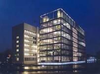 gelsenkirchen+energieeffizientes-buerogebaeude-der-gelsenwasser-hauptverwaltung+bild01.jpg